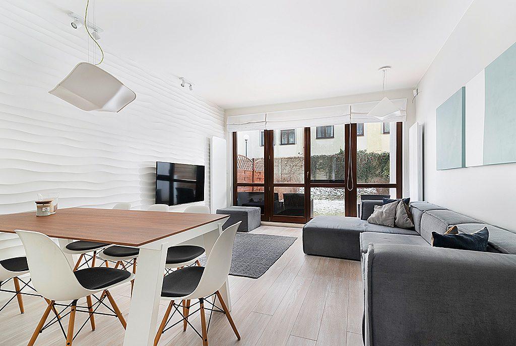 nowoczesny salon w ekskluzywnym apartamencie na sprzedaż Sopot