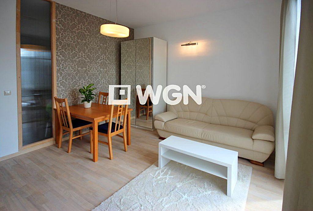 komfortowe wnętrze salonu w ekskluzywnym apartamencie do wynajęcia Szczecin
