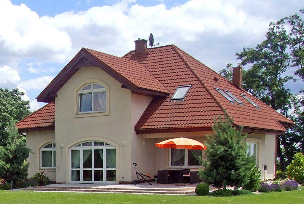 rzut od strony działki na ekskluzywną willę na sprzedaż Legnica (okolice)