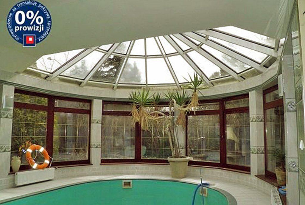 komfortowy basen przy luksusowej willi na sprzedaż Szczecin