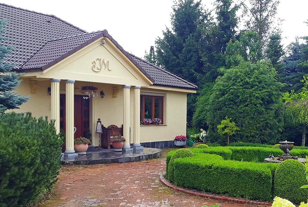 reprezentacyjne wejście do kolumnami do luksusowej willi na sprzedaż Gorzów Wielkopolski (okolice)