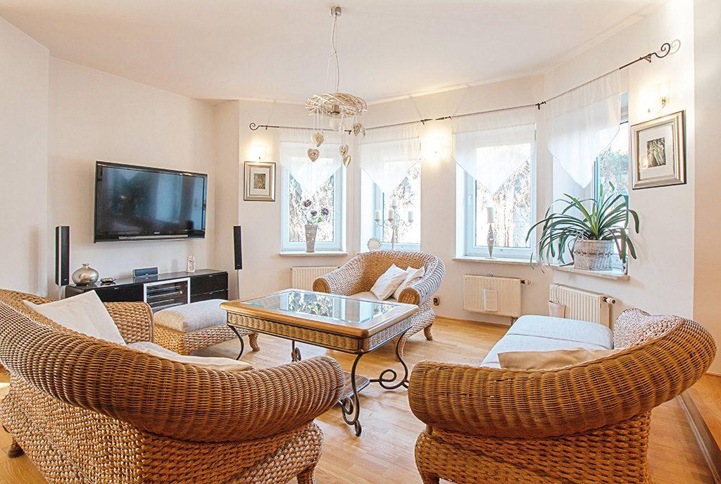 komfortowy salon w ekskluzywnej willi do sprzedaży Poznań