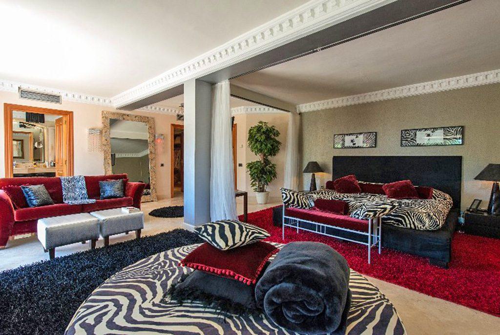 komfortowy salon w ekskluzywnej willi do sprzedaży Hiszpania (Costa del Sol, Marbella)
