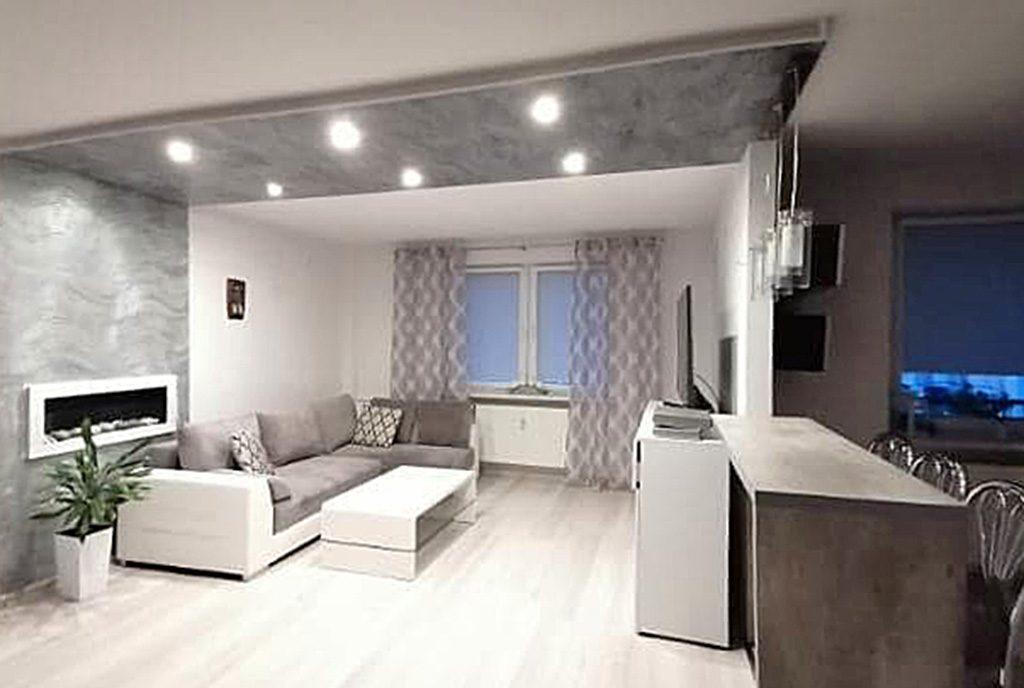 efektownie oświetlony salon w ekskluzywnym apartamencie do sprzedaży Kalisz