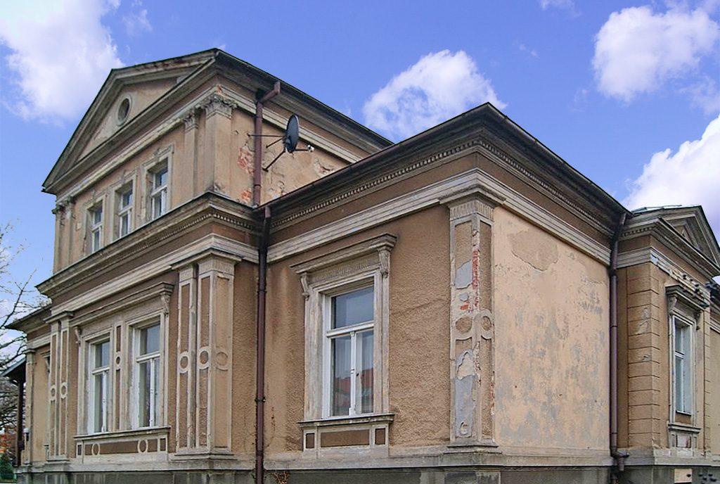 reprezentacyjna, frontowa elewacja ekskluzywnego pałacu na sprzedaż lubuskie