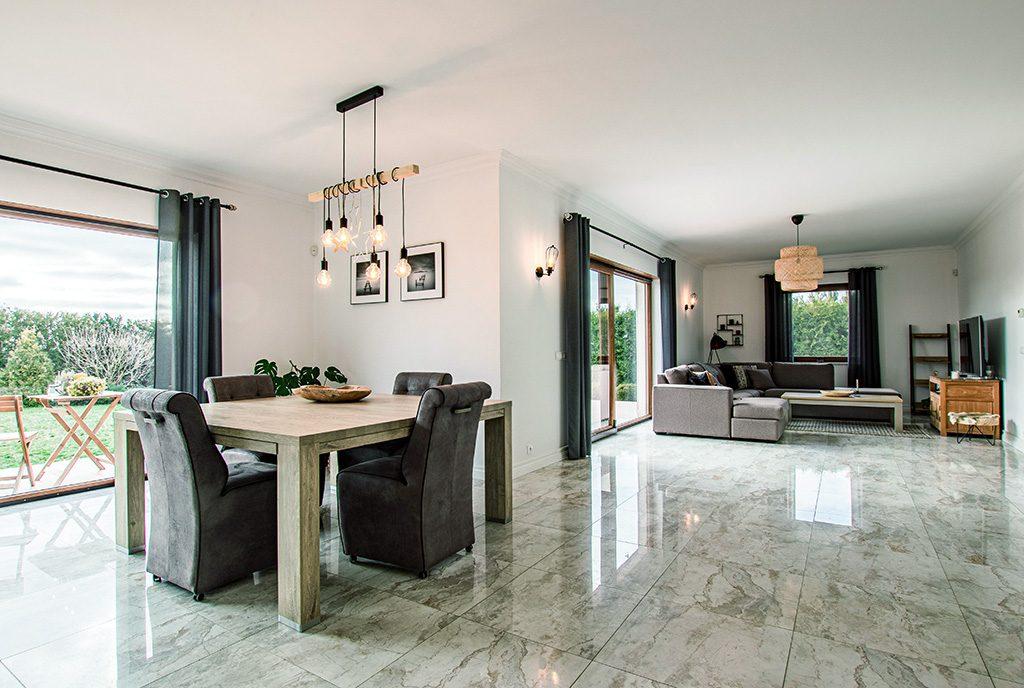 widok na komfortowe pokoje i pomieszczenia w luksusowej willi na sprzedaż Poznań (okolice)