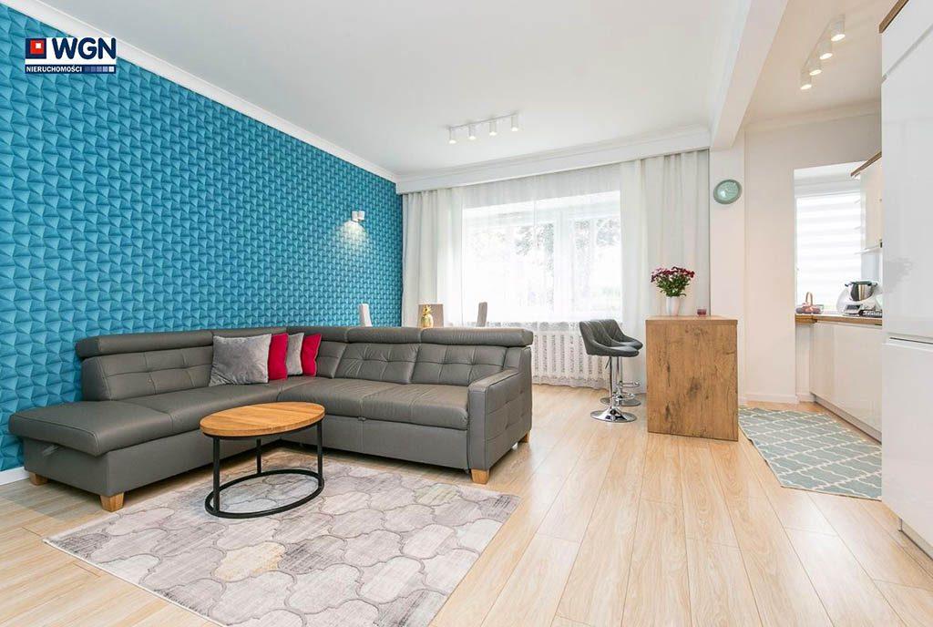 komfortowe wnętrze salonu w ekskluzywnym apartamencie do sprzedaży Gdynia