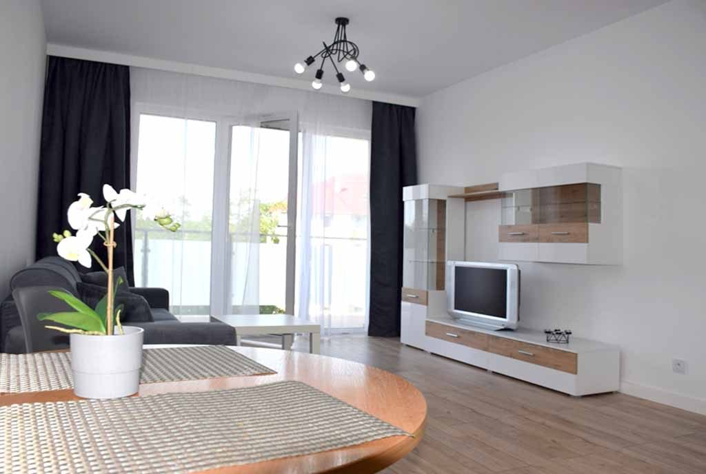 komfortowy salon w ekskluzywnym apartamencie do wynajęcia Bolesławiec