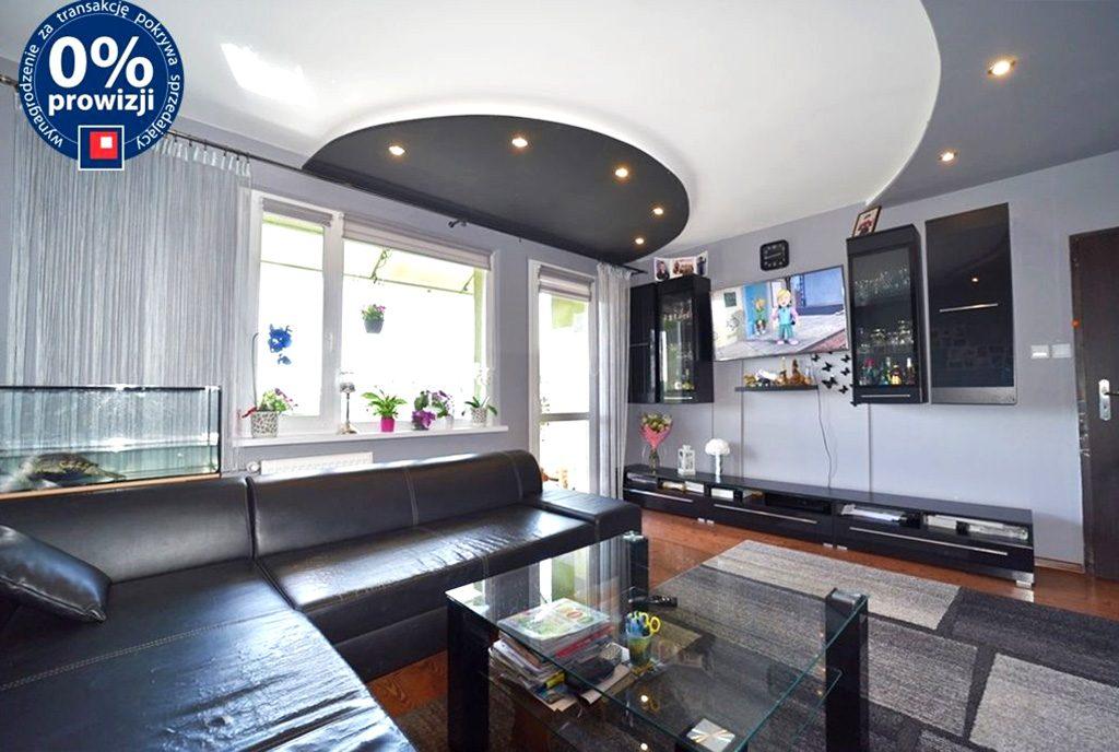 nowoczesne oświetlenie w salonie luksusowego apartamentu do sprzedaży Bolesławiec (okolice)