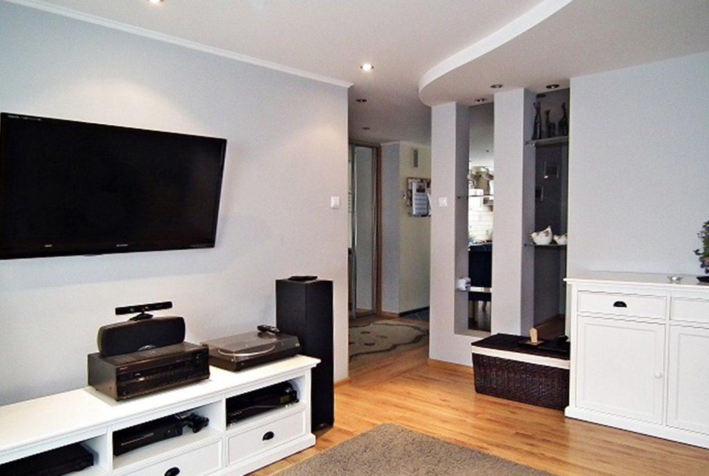 nowocześnie zaprojektowany salon w ekskluzywnym apartamencie do wynajęcia Legnica