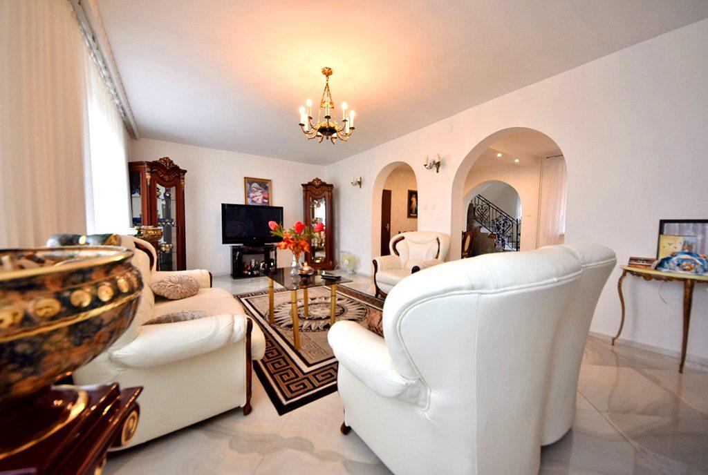 wytworny salon w luksusowej willi na sprzedaż Inowrocław