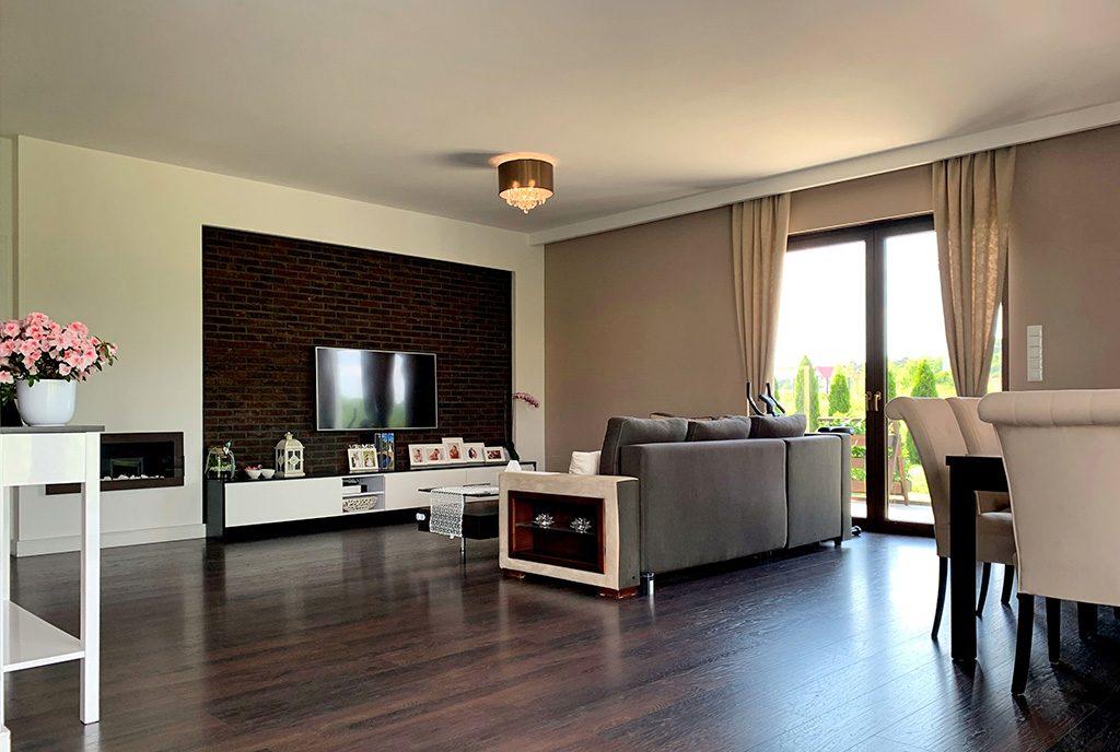nowoczesny salon w ekskluzywnej willi do sprzedaży Konin (okolice)