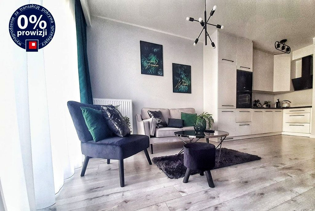 nowoczesny salon, w oddali kuchnia w ekskluzywnej willi do sprzedaży Leszno
