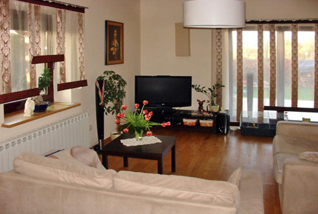 wytworne wnętrze salonu w ekskluzywnej willi na sprzedaż Ostrów Wielkopolski