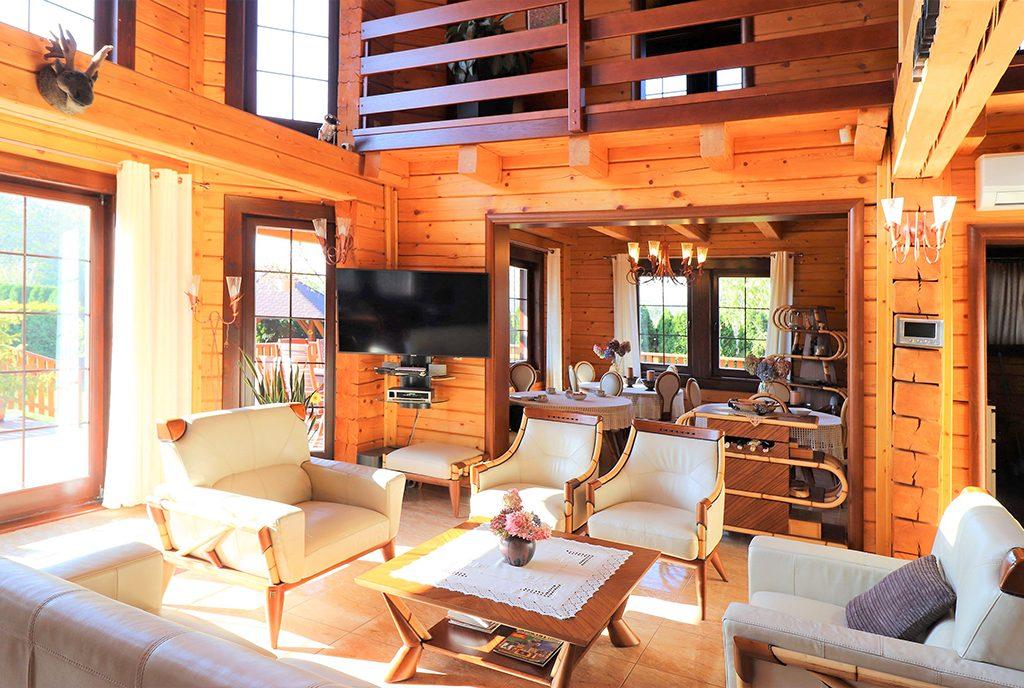 komfortowy i przestronny salon w luksusowej willi na sprzedaż Ustroń