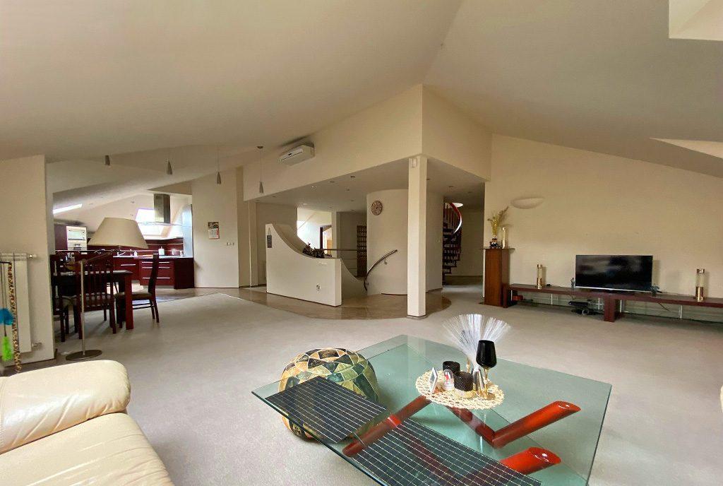 przestronne wnętrze ekskluzywnego apartamentu do wynajęcia Inowrocław
