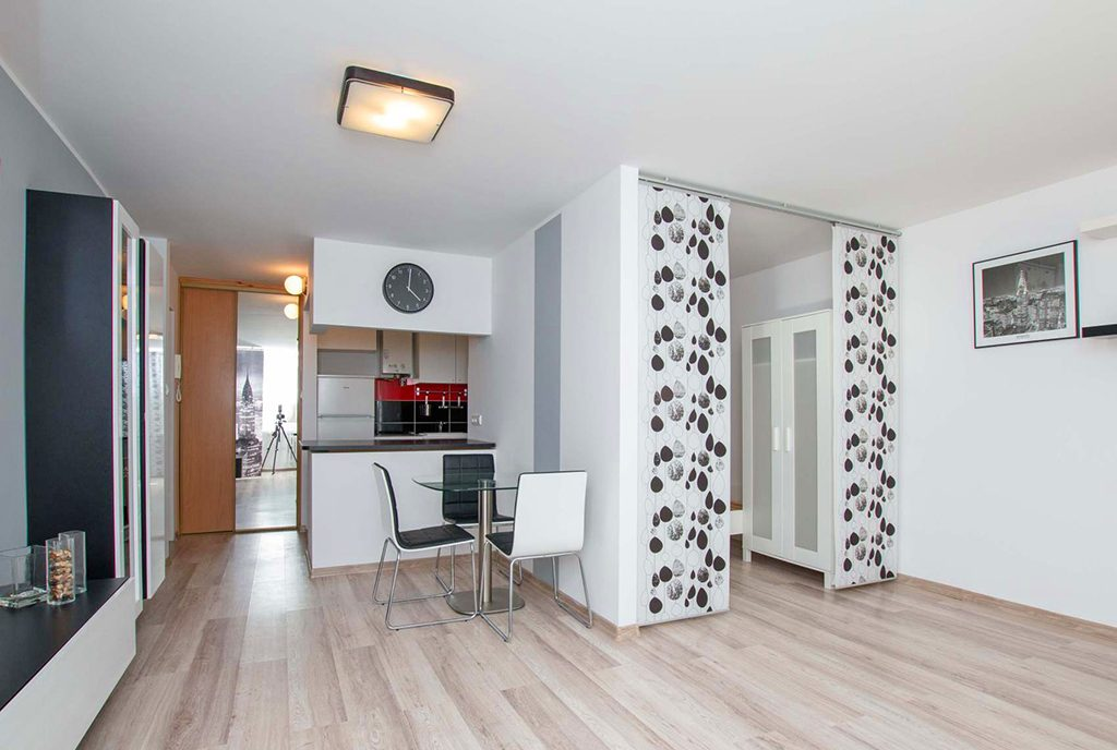 przestronne wnętrze luksusowego apartamentu do sprzedaży Poznań