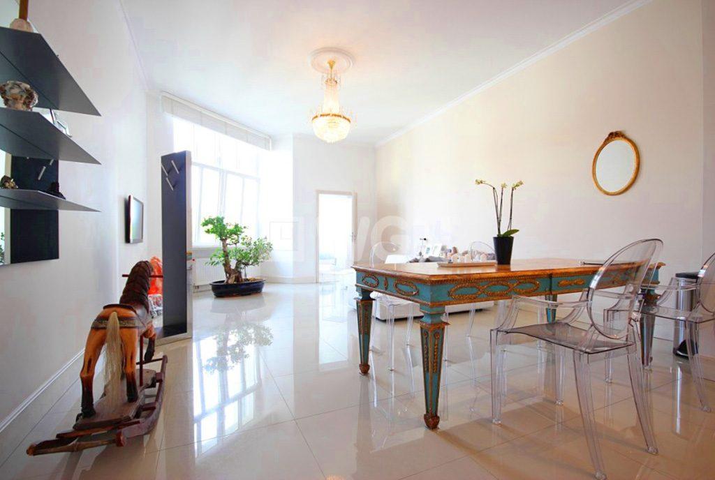 wytworny salon w ekskluzywnym apartamencie do sprzedaży Szczecin