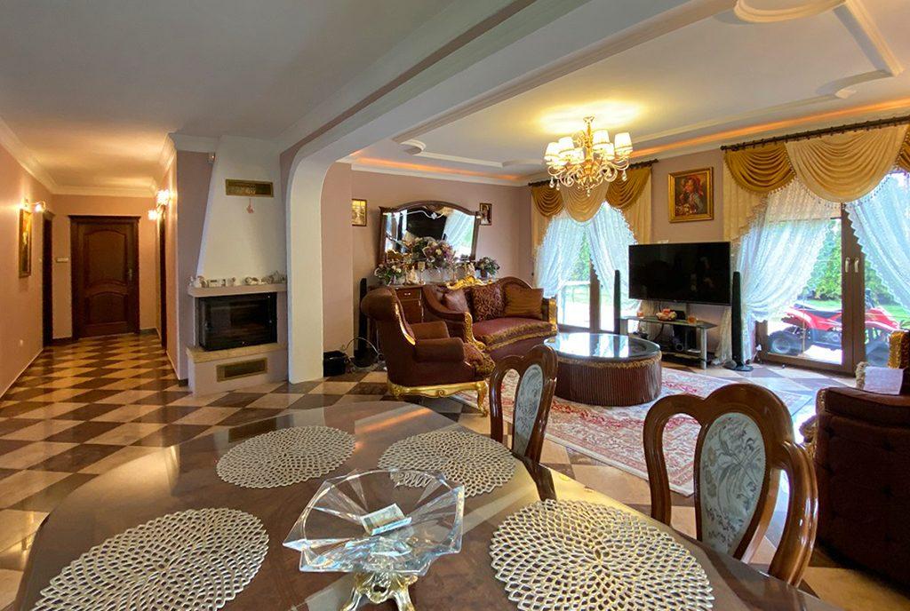 komfortowy pokój dzienny w luksusowej willi na sprzedaż Inowrocław
