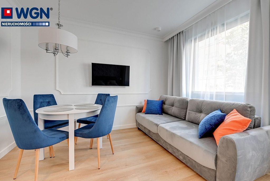 nowoczesny design salonu w ekskluzywnym apartamencie do sprzedaży Gdańsk