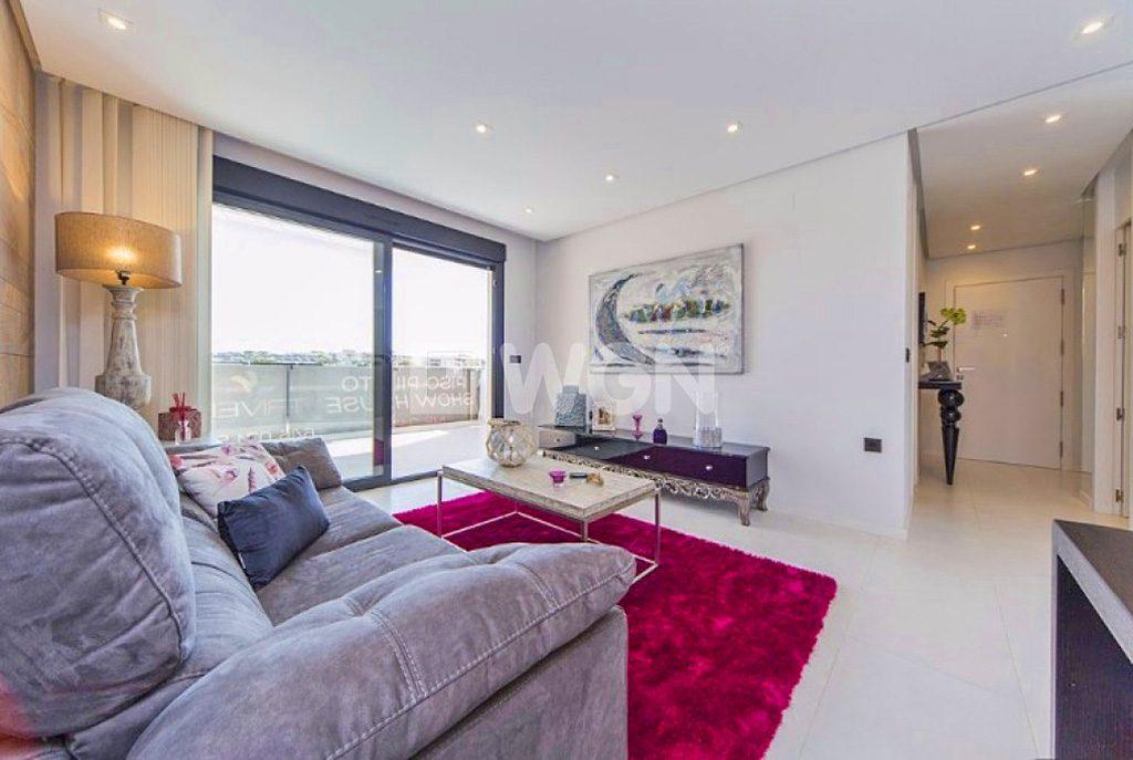 prestiżowy pokój dzienny w ekskluzywnym apartamencie na sprzedaż w Hiszpanii