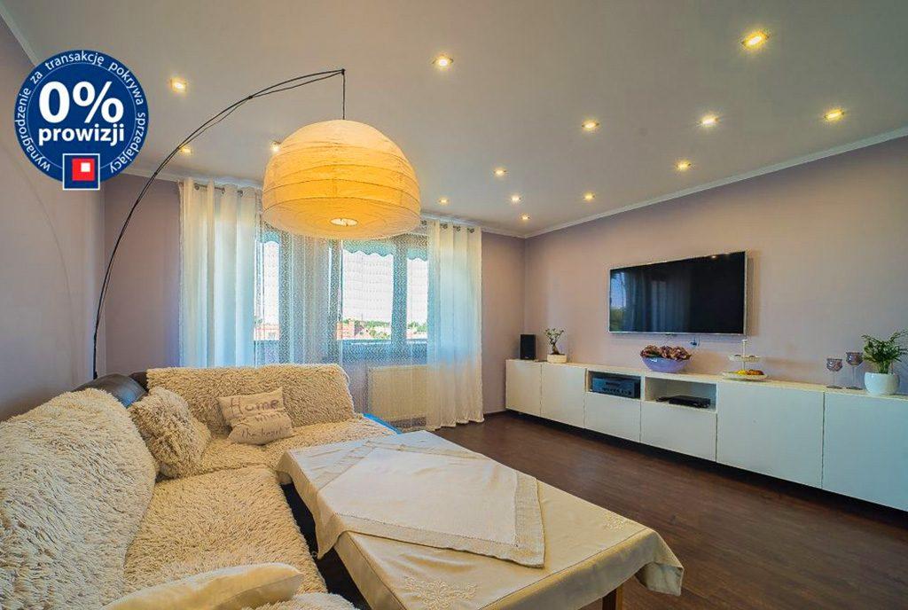 efektowne oświetlenie salonu w luksusowym apartamencie do sprzedaży Bolesławiec