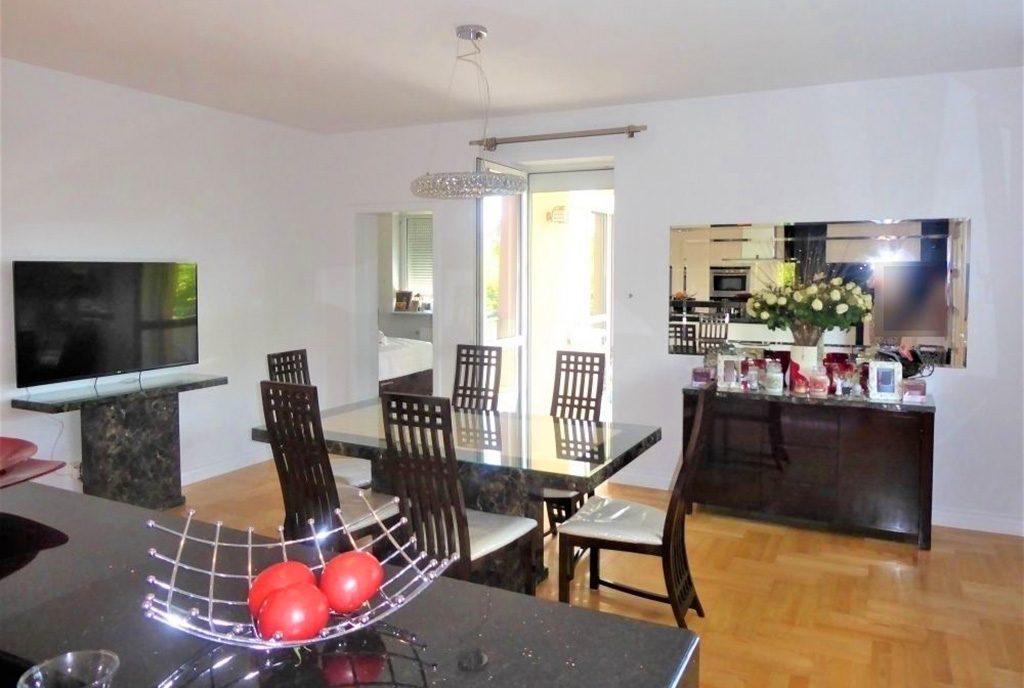 komfortowy pokój dzienny w ekskluzywnym apartamencie do sprzedaży Częstochowa