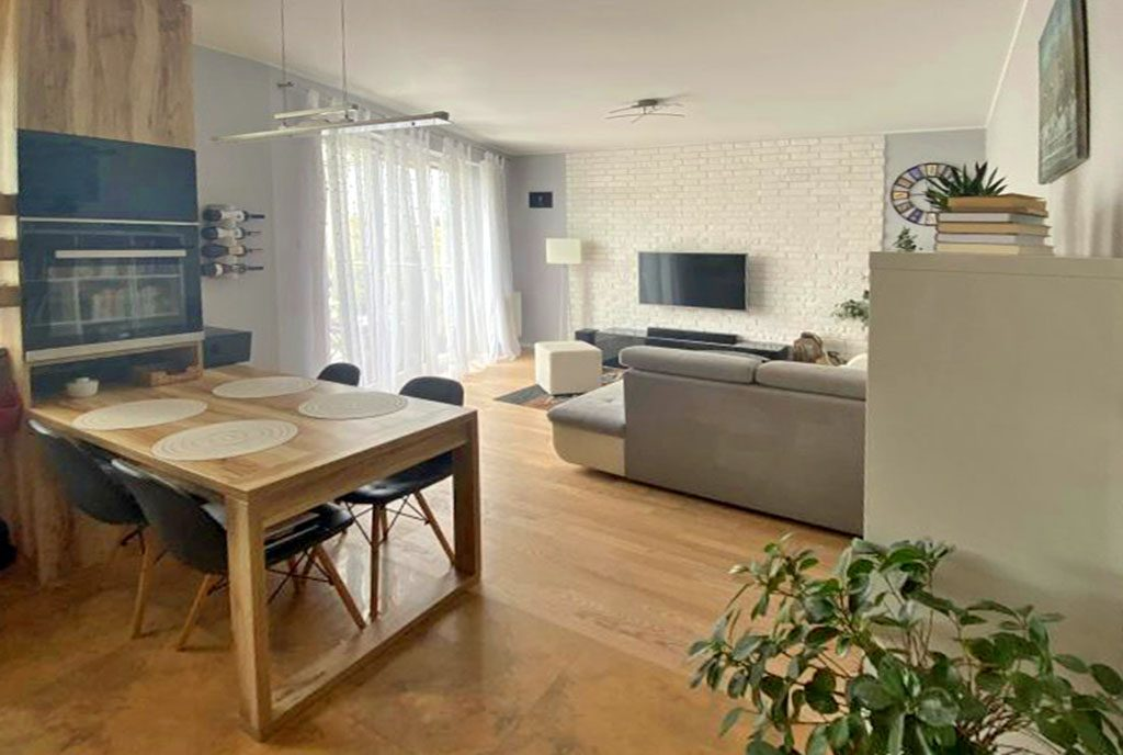 przestronny pokój dzienny w ekskluzywnym apartamencie na sprzedaż Gdańsk