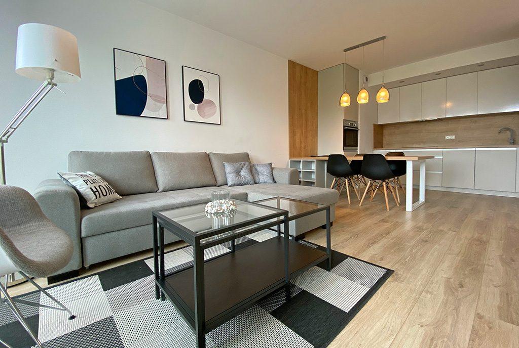 perspektywa z pokoju dziennego na aneks kuchenny w ekskluzywnym apartamencie na wynajem Szczecin