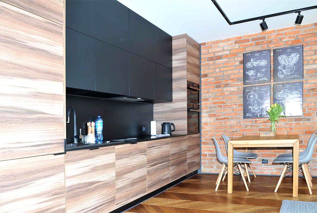 kuchnia w funkcjonalnej zabudowie w luksusowym apartamencie do sprzedaży Szczecin