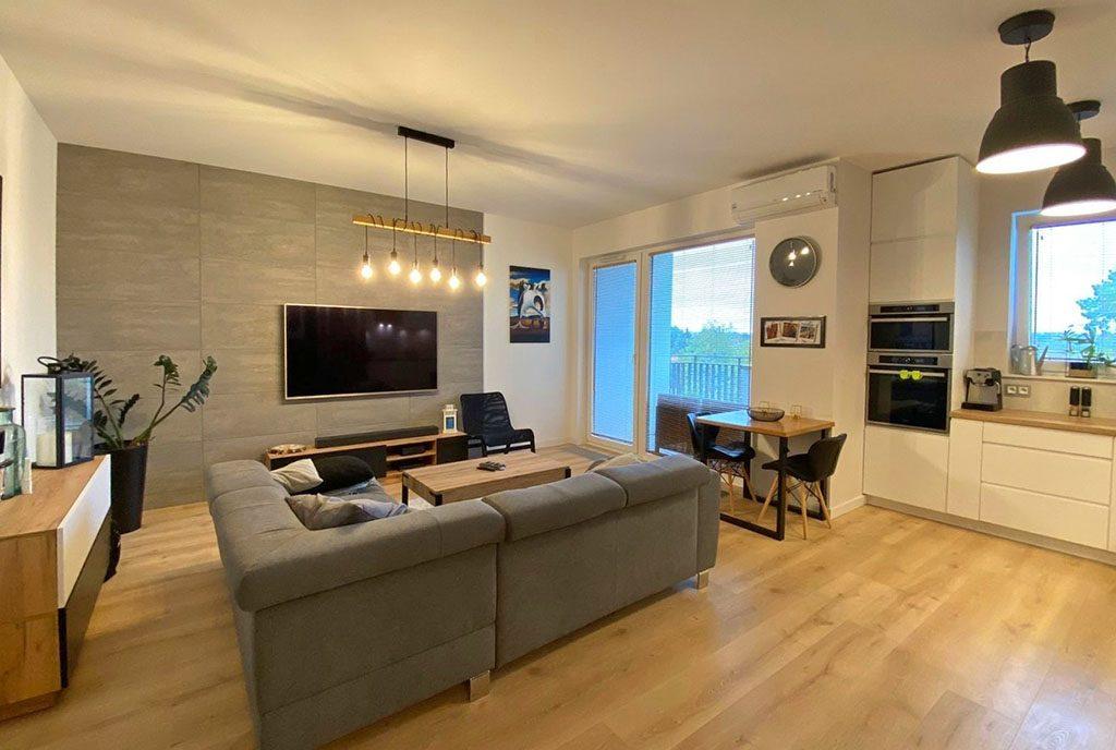 imponujący rozmachem salon w ekskluzywnym apartamencie do wynajęcia Szczecin