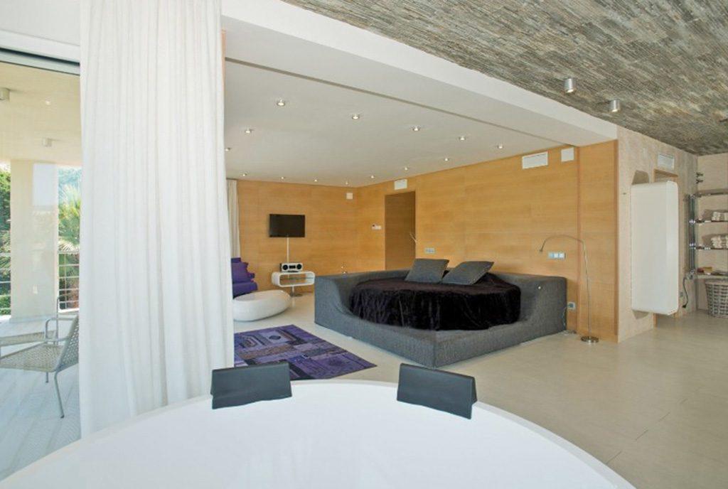 komfortowa sypialnia przy ekskluzywnej willi na sprzedaż Hiszpania