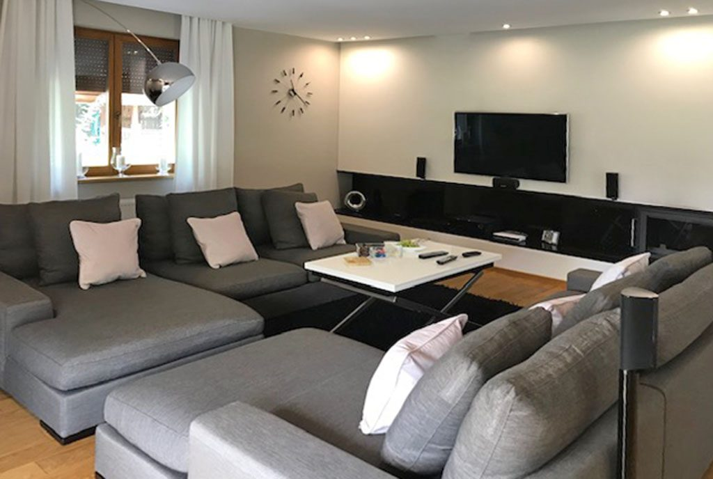 imponujący komfortem pokój dzienny w luksusowej willi na sprzedaż Wieluń