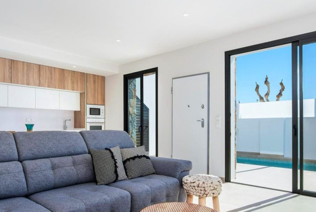 komfortowy salon w luksusowej willi na sprzedaż Hiszpania (Costa Blanca)