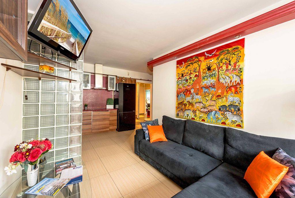 widok na salon w ekskluzywnym apartamencie do sprzedaży Warszawa