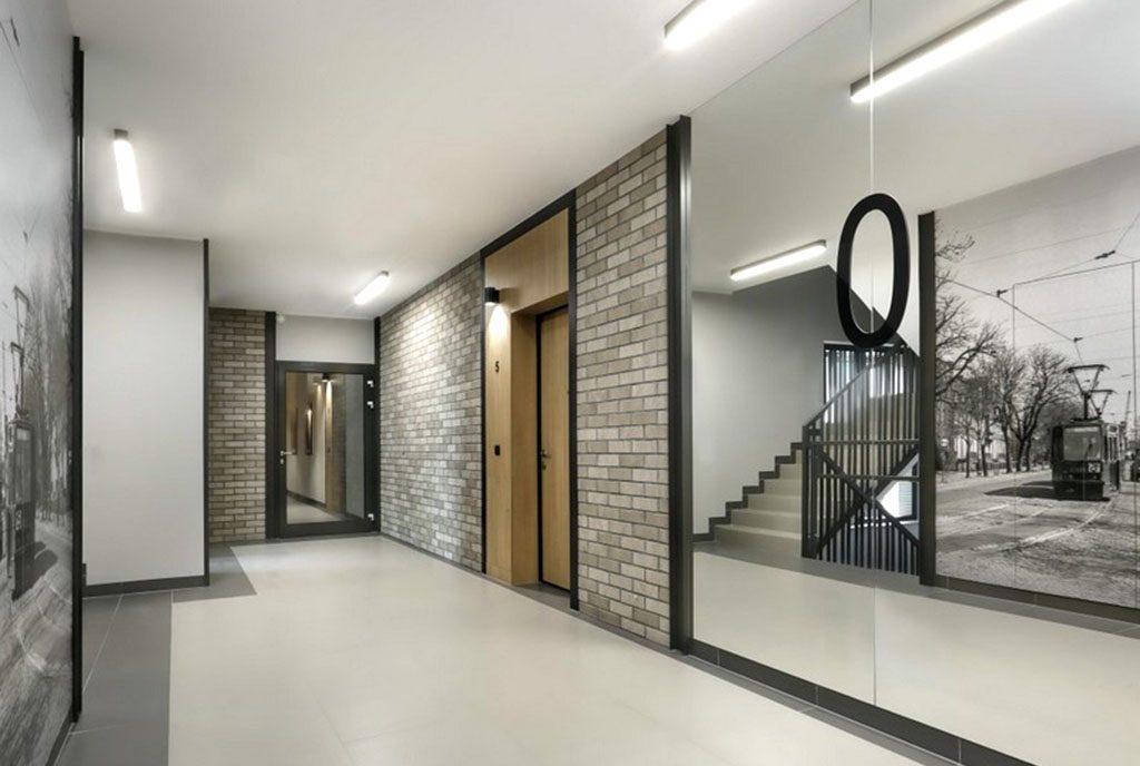 korytarz w apartamentowcu, gdzie znajduje się oferowany do sprzedaży ekskluzywny apartament do sprzedaż Gdańsk