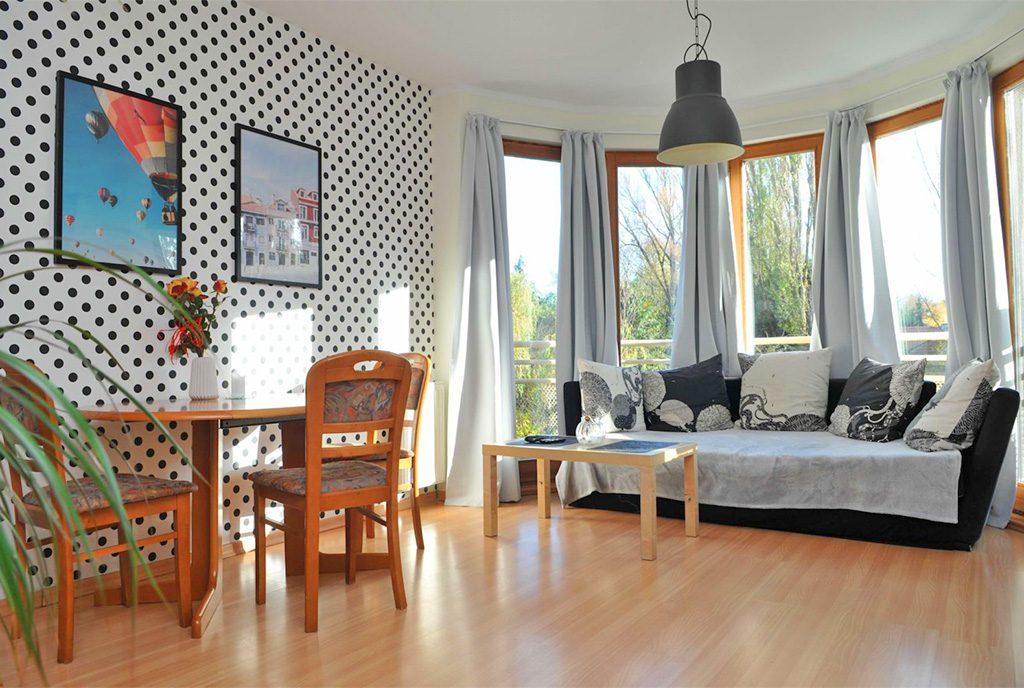 wytworne wnętrze salonu w ekskluzywnym apartamencie na sprzedaż Szczecin