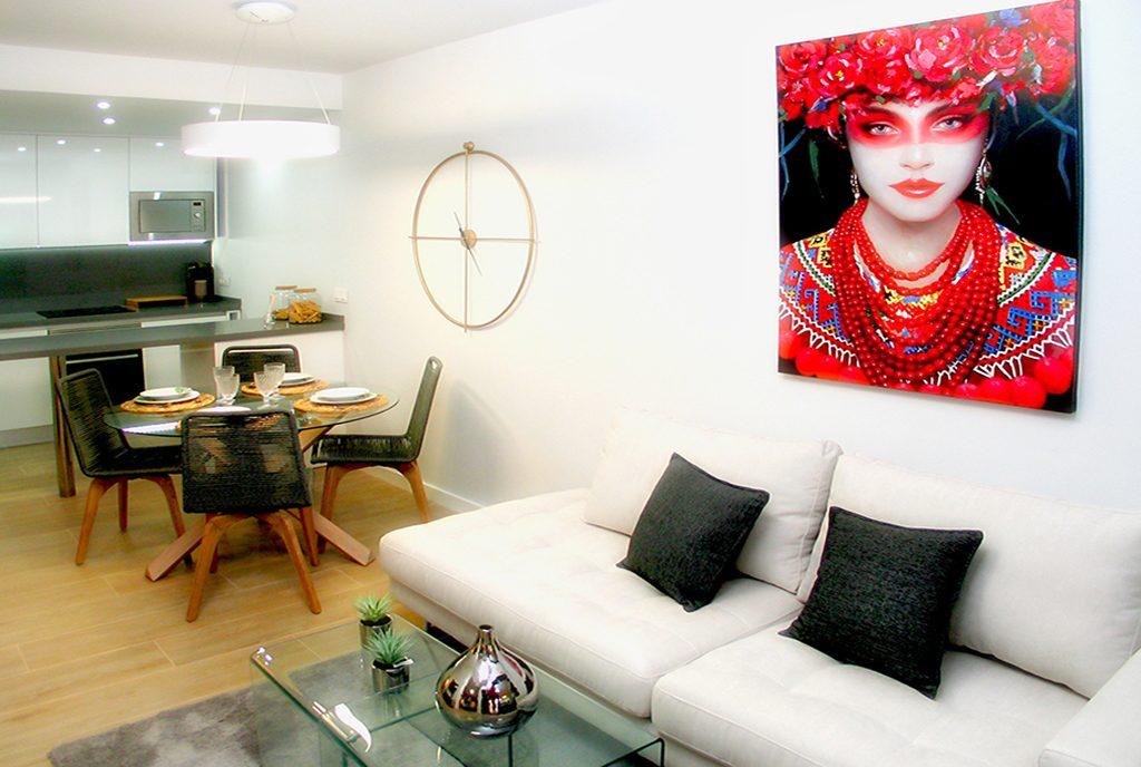 zaprojektowane z wyczuciem gustu wnętrze ekskluzywnego apartamentu do sprzedaży Hiszpania (Orihuela Costa, Villamartin)