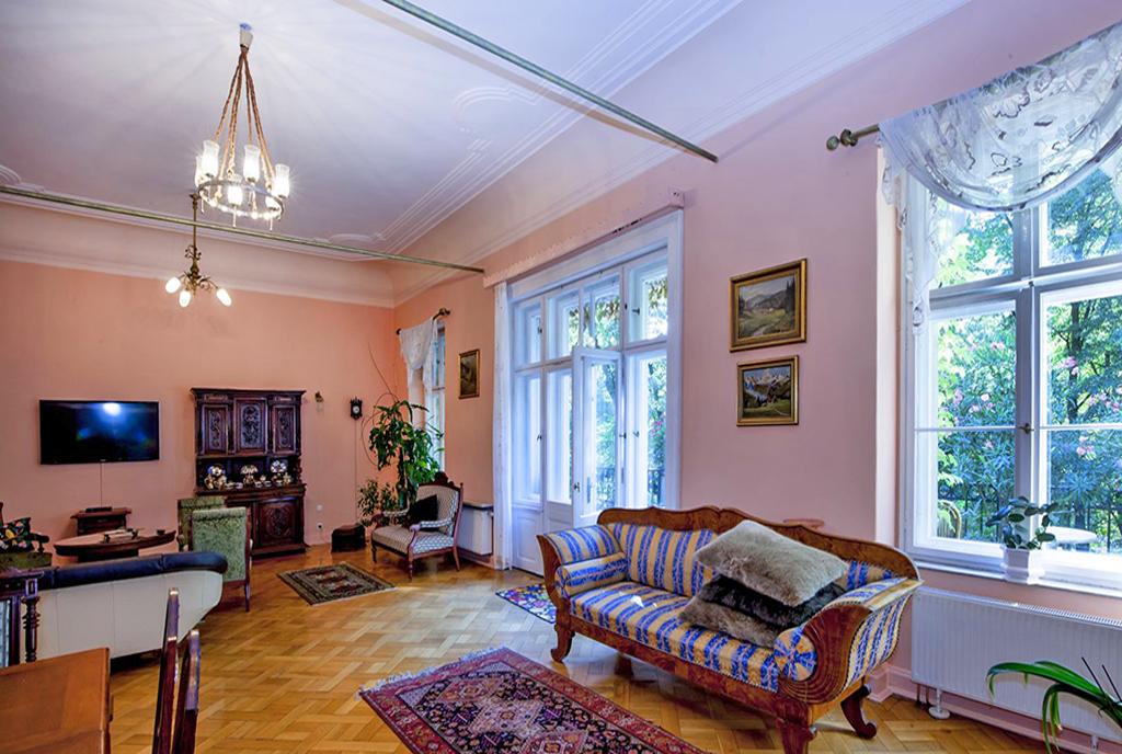 wytworny pokój dzienny w luksusowej willi na sprzedaż Katowice (okolice)