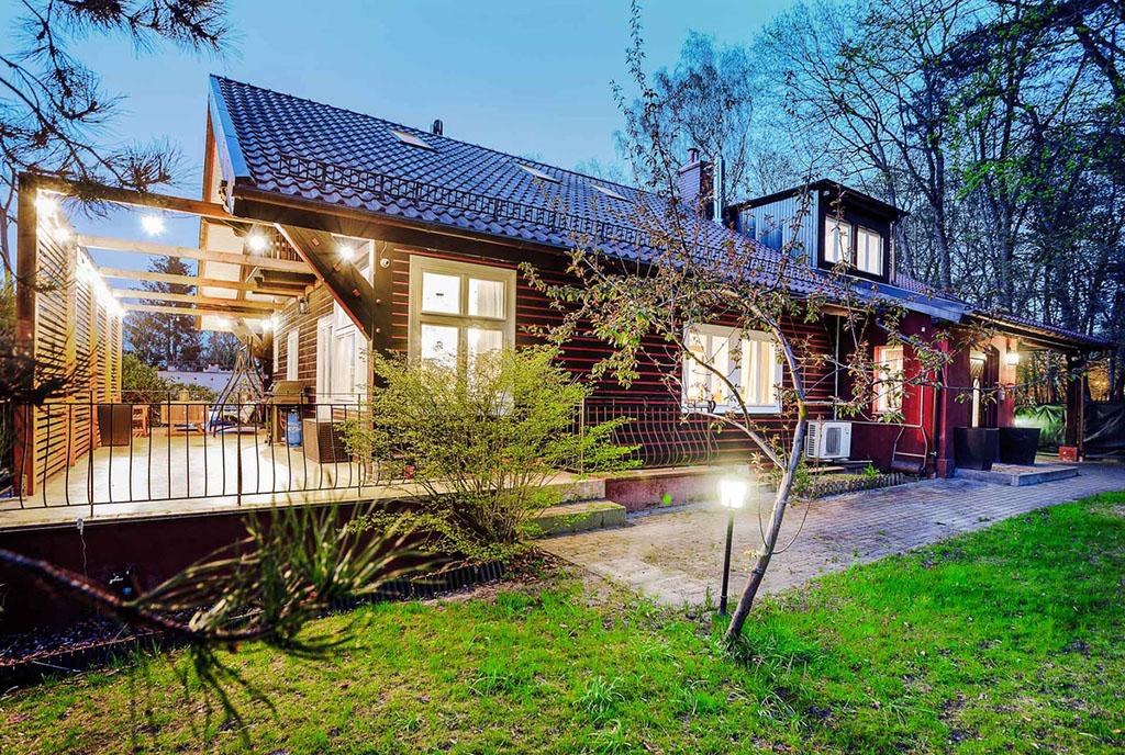 widok od ogrodu na luksusową willę do sprzedaży Gdańsk