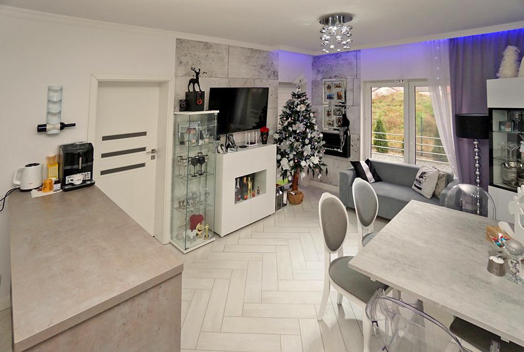 nowoczesny design w salonie ekskluzywnego apartamentu do sprzedaży Konin (okolice)