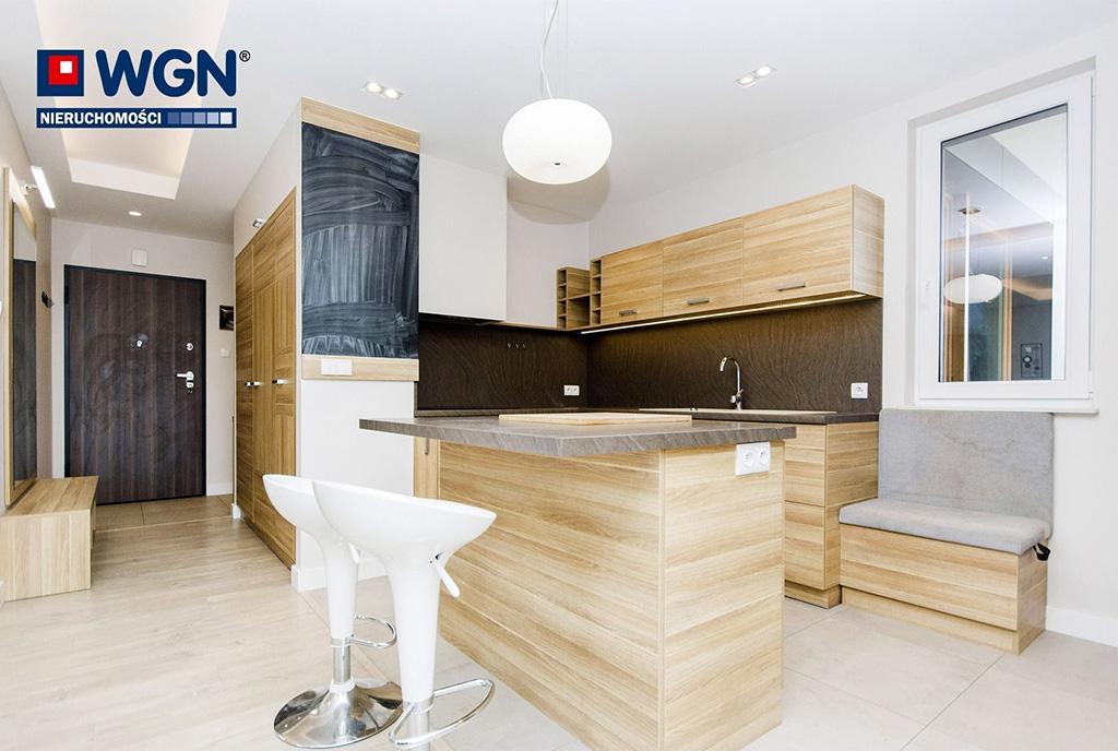 zaprojektowana zgodnie z najnowszymi trendami kuchnia w ekskluzywnym apartamencie do sprzedaży Gdańsk