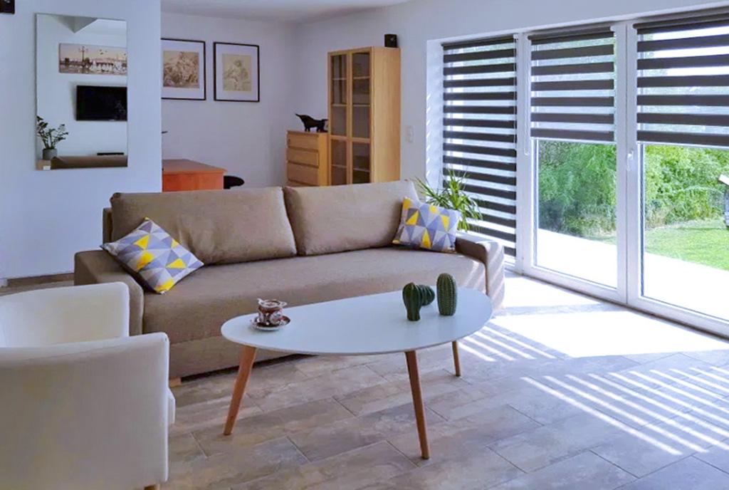 zaprojektowane zgodnie z najnowszymi trendami i imponujące rozmachem wnętrze luksusowego apartamentu do wynajmu Szczecin