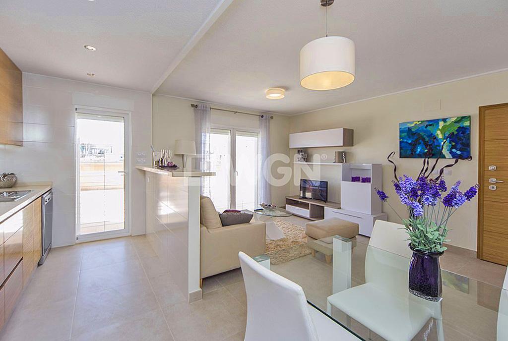 stylowy pokój dzienny w luksusowym apartamencie do sprzedaży Hiszpania