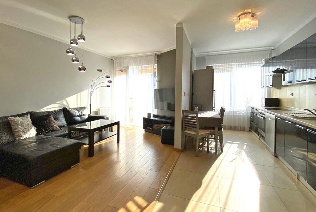 na zdjęciu luksusowy pokój dzienny w ekskluzywnym apartamencie na sprzedaż Szczecin
