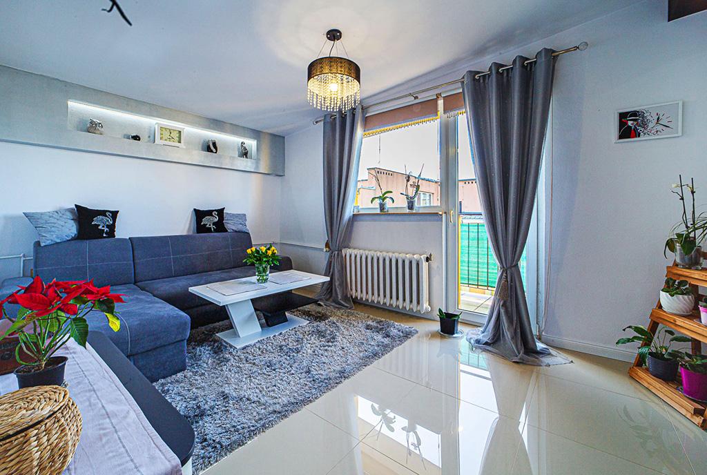 elegancko wykończony salon w ekskluzywnym apartamencie do wynajęci Bolesławiec