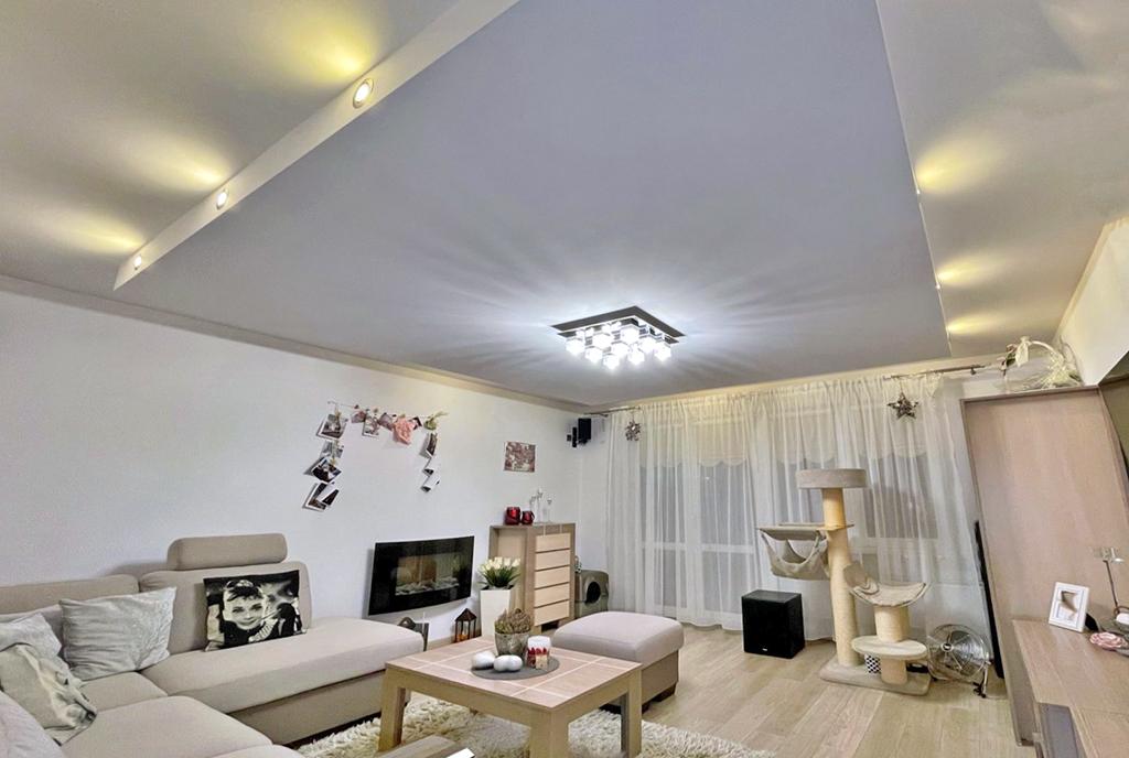 efektowne oświetlenie luksusowego salonu w ekskluzywnym apartamencie do sprzedaży Gorzów Wielkopolski