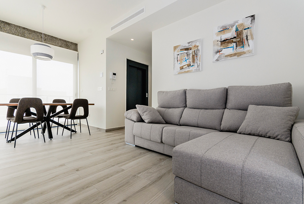 wytworny salon w ekskluzywnym apartamencie do sprzedaży Hiszpania (Torre de la Horadada, Alicante)