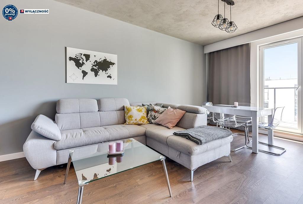 elegancki salon w luksusowym apartamencie na sprzedaż Legnica
