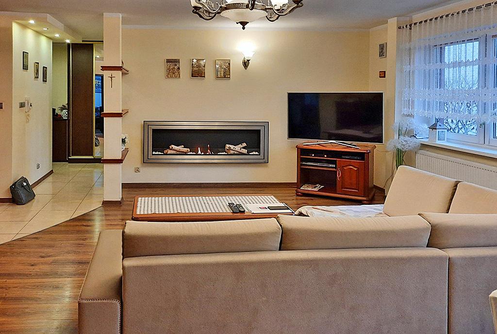 zapierający dech w piersiach pokój dzienny w luksusowym apartamencie na sprzedaż Nowogard